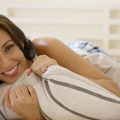 Stavite 2 čena belog luka ispod jastuka pre spavanja: Fenomen koji oduševljava lekare!