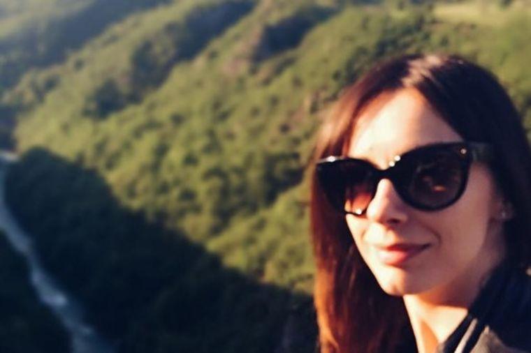 Sloboda Mićalović, prava dama sa merom: Najlepši selfiji prirodne srpske lepotice! (FOTO)