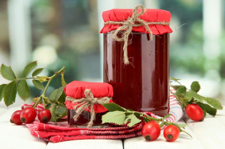 Pekmez od šipuraka: Uz palačinke ili drugi slatkiš, obavezan ove zime! (RECEPT)