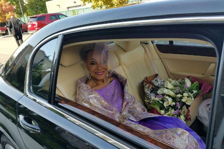 Baka (86) zasenila mlade u raskošnim venčanicama: O svadbi obične žene bruji ceo svet! (FOTO)