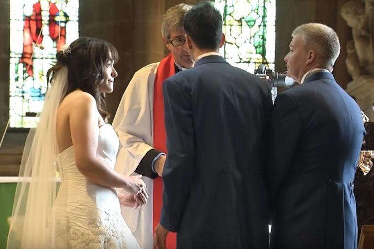 Mladenci bili pred oltarom: Mladoženja shvatio bitnu stvar i ostavio mladu! (VIDEO)