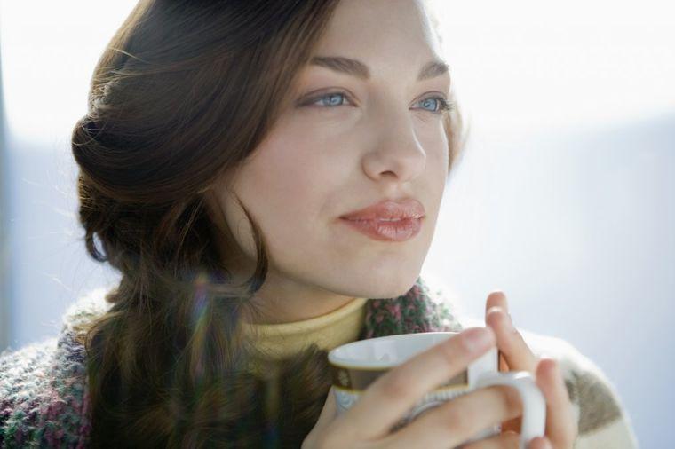 Godinu dana umesto kafe pila toplu limunadu s medom: Evo šta joj se desilo!
