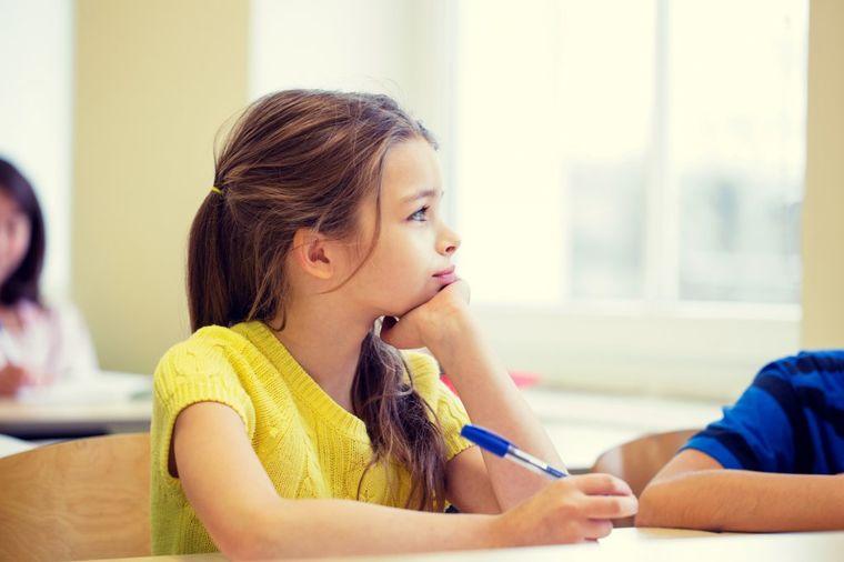 Kako škola vašu decu čini glupom i depresivnom: Surovo, ali istinito!
