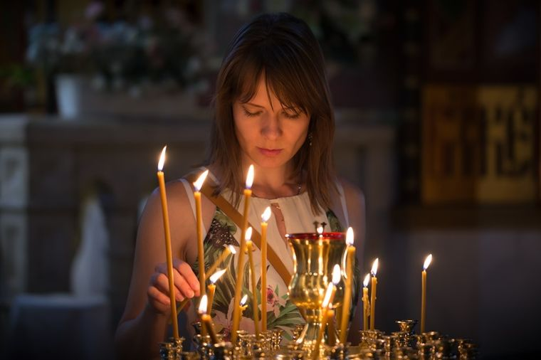 U crkvi, Shutterstock
