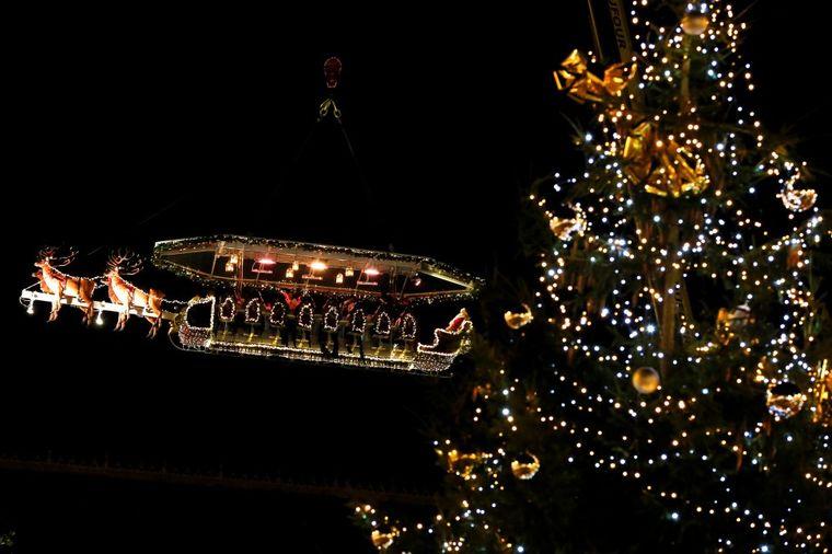 Večerajte u pravim Deda Mrazovim sankama: Atrakcija zbog koje svi žele u Brisel! (FOTO)