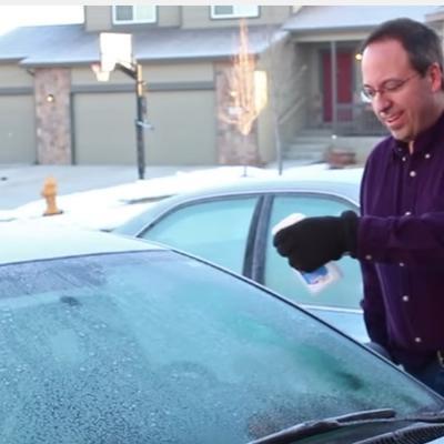 Najbolji sprej za zaleđeno staklo: Nema struganja, samo naprskajte i uključite brisače! (VIDEO)