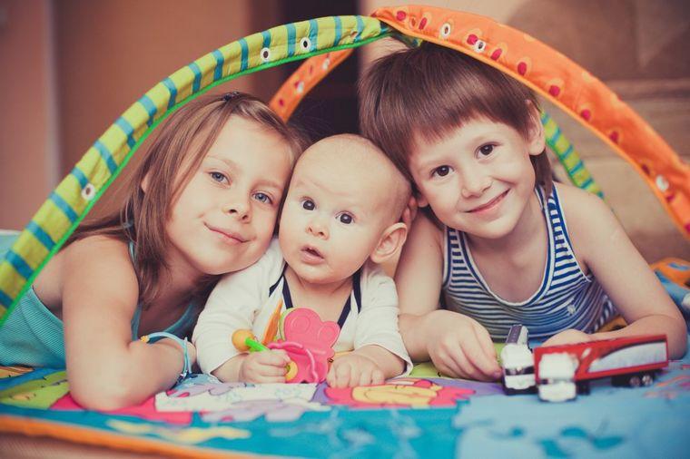 Za život punim plućima: 4 najvažnije lekcije koje treba da naučimo od dece!