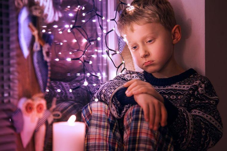 Tata, znaš li da sam u hraniteljskoj porodici? Pismo dečaka od kojeg suze teku same! (FOTO)