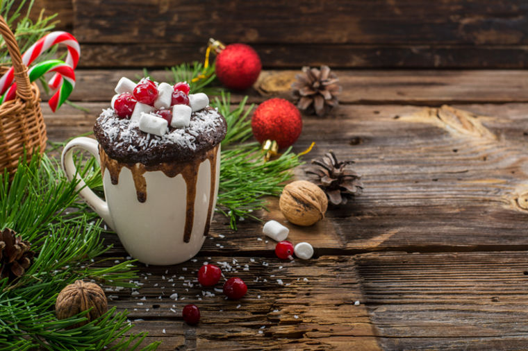 Jednostavan, a neodoljiv praznični slatkiš: Lava kolač iz šolje! (RECEPT)