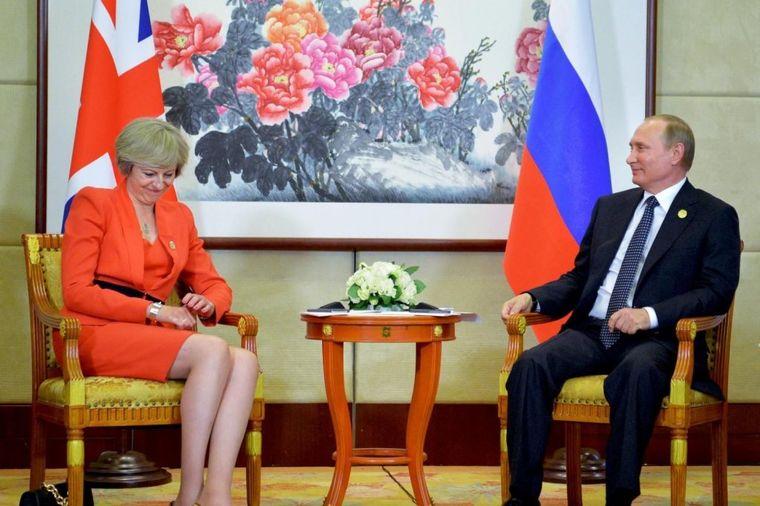 Političarka sa najviše stila: Britanska premijerka Tereza Mej uvek nosi ekscentrične cipele!