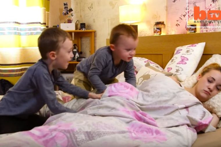 Trudna mama legla da odmori: Kada se probudila, doživela je šok! (VIDEO)