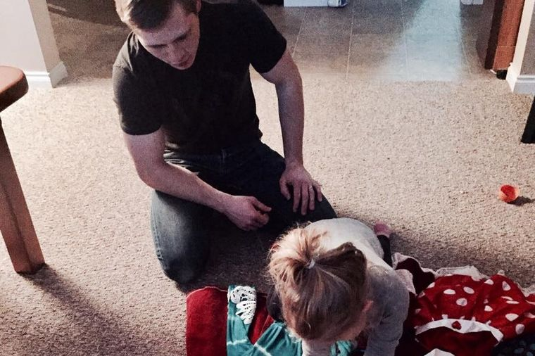 Tata svakog meseca izvodi ćerkicu na sastanak: Razlog je neverovatan! (FOTO)