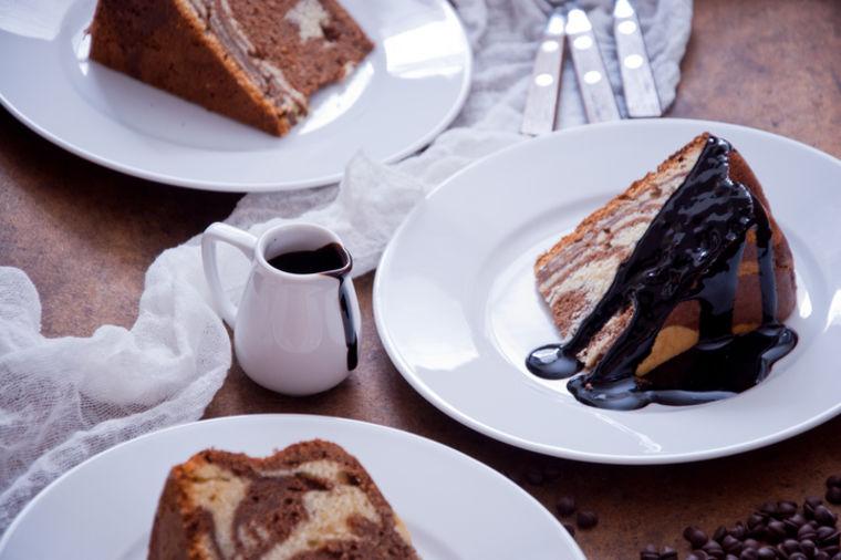 Savršeni kolač mek kao duša: Kuglof sa čokoladom i pomorandžom! (RECEPT)