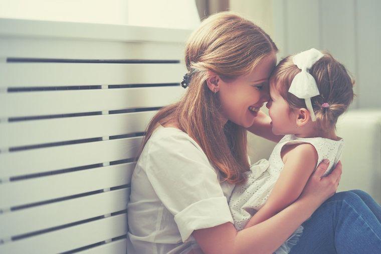 Usvojila 2-godišnju devojčicu: Njene prve reči slomile su joj srce!