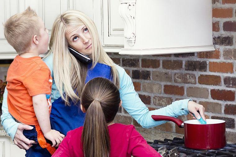 Kad postaneš majka, postaješ superžena: Ovih 37 stvari dame rade jednom rukom!