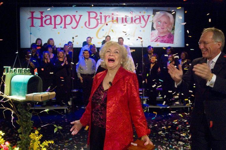 Radi već 77 godina i ne planira penziju: Slavna glumica proslavila 95. rođendan! (FOTO)