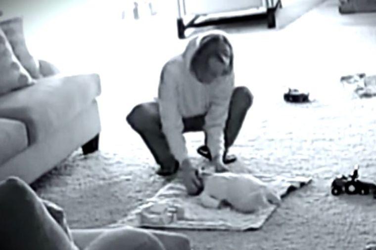 UZNEMIRUJUĆE: Dete se žalilo na dadilju, snimak roditeljima otkrio jezivu istinu! (VIDEO)