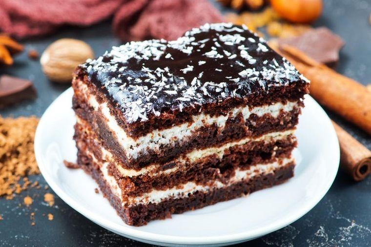 Najjeftinija čokoladna torta: Spoj ukusa koji će vas raspametiti! (RECEPT)