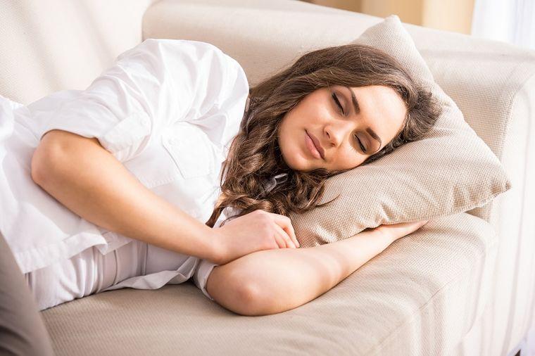 Dremnite posle ručka bar sat vremena i podmladićete mozak: Neurolog savetuje!