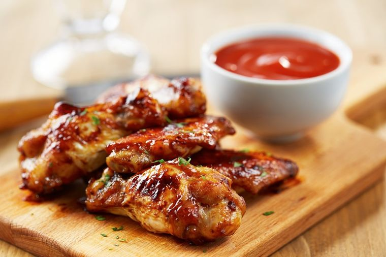 Najbolji sos na svetu za pileća krilca i sve vrste pečenog mesa: Prste da poližeš! (RECEPT)