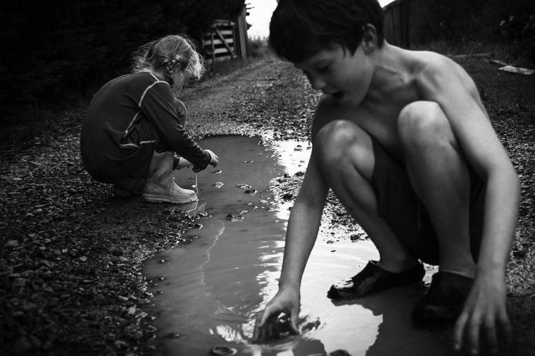 Kad su deca bila deca, a ljudi zdravi i normalni: Oni žive neobičan život!