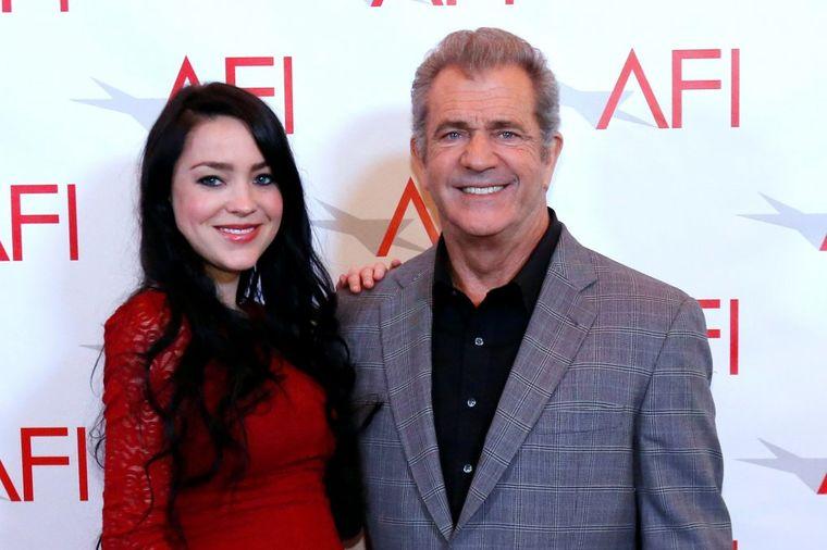 Mel Gibson (61) tata po 9. put: 35 godina mlađa devojka mu rodila sina!