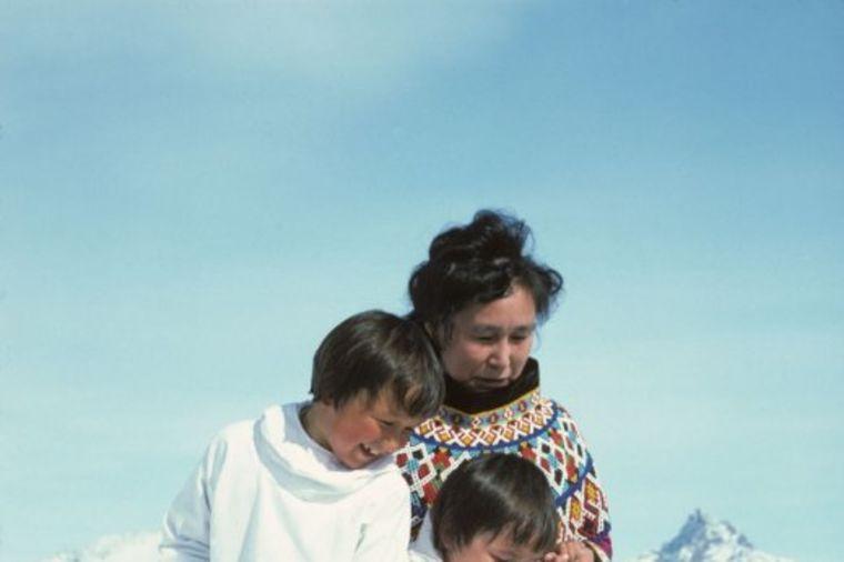 Brzo stare, nemaju voće i povrće, žive u kućama od snega: Ovako izgleda život Eskima! (FOTO)