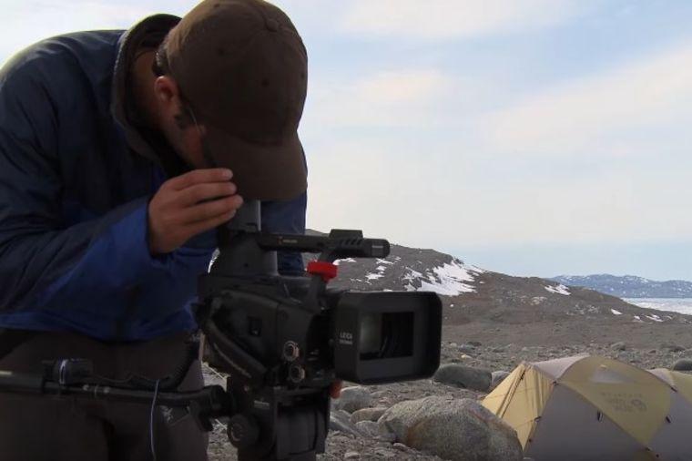 Postavio kameru i čuo pucketanje: Ono što je snimio premašilo je njegova najgora očekivanja! (VIDEO)