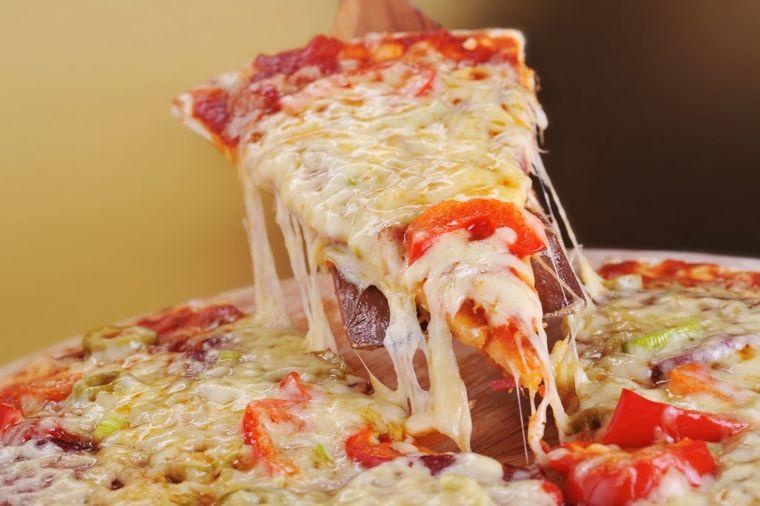 Domaćinska pica sa belim lukom i sirom: Ovakva se ne može kupiti!