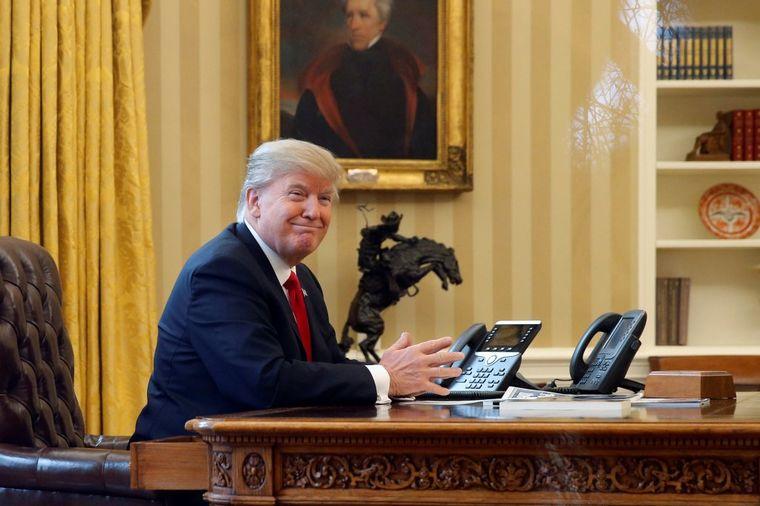 Zašto je Donald Tramp opsednut zlatnom bojom: Zaštitni znak najmoćnijih vladara! (FOTO)