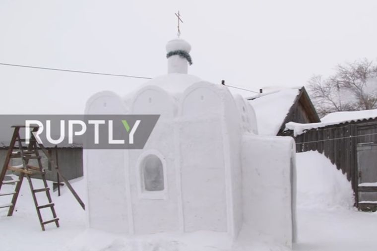 Selo nikad nije imalo crkvu: Aleksandar ju je sagradio od snega! (FOTO)