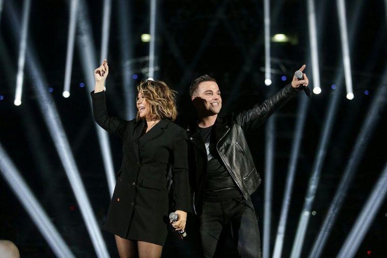 Zaljubljeni parovi iz sveg glasa pevali sa Ivanom Zakom (FOTO)