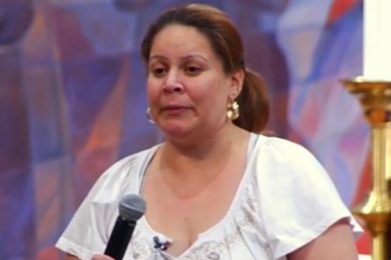 Sveštenik molitvom i uljem vratio slepoj ženi vid: Čudo nad čudima obeznanilo lekare! (FOTO)