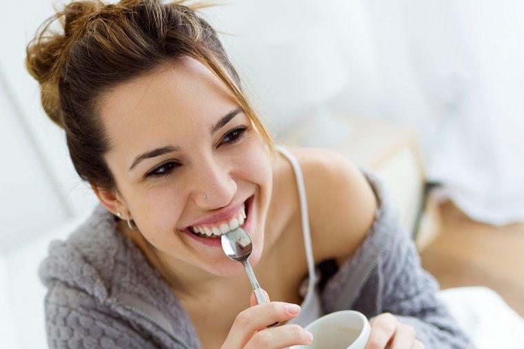 Svaki čovek pred spavanje treba da popije kašičicu jabukovog sirćeta: Evo zašto!