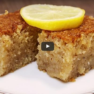 Umutiš, ispečeš, zaliješ saftom: Sočan i mekan kolač spreman za čas! (RECEPT)