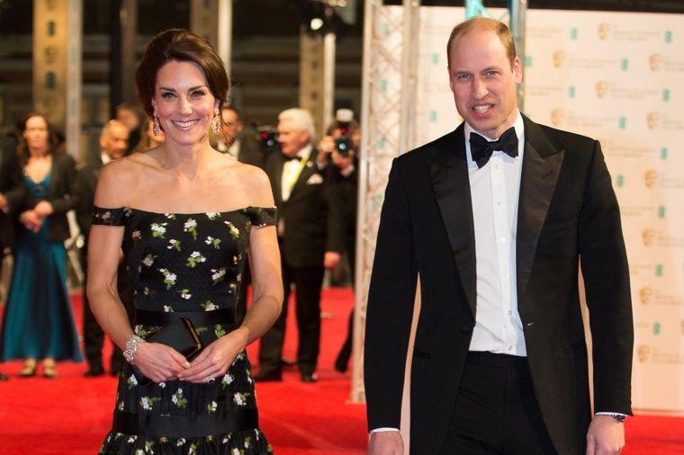 Ni Elizabeta im ništa ne sme: 13 najstrožijih pravila britanske kraljevske porodice! (FOTO)