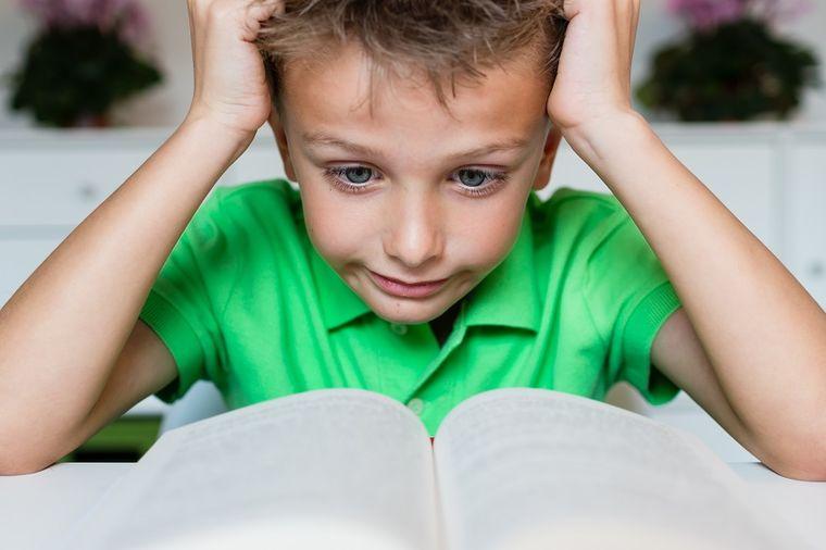 Deca nam rastu u nesigurne, iskompleksirane i nesrećne ljude: Ovde leži koren problema!