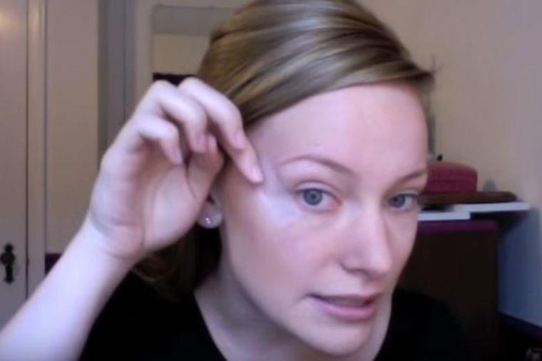 Zalepila je selotejp ispod očiju: Kada vidite krajnji rezultat, uradićete isto! (VIDEO)