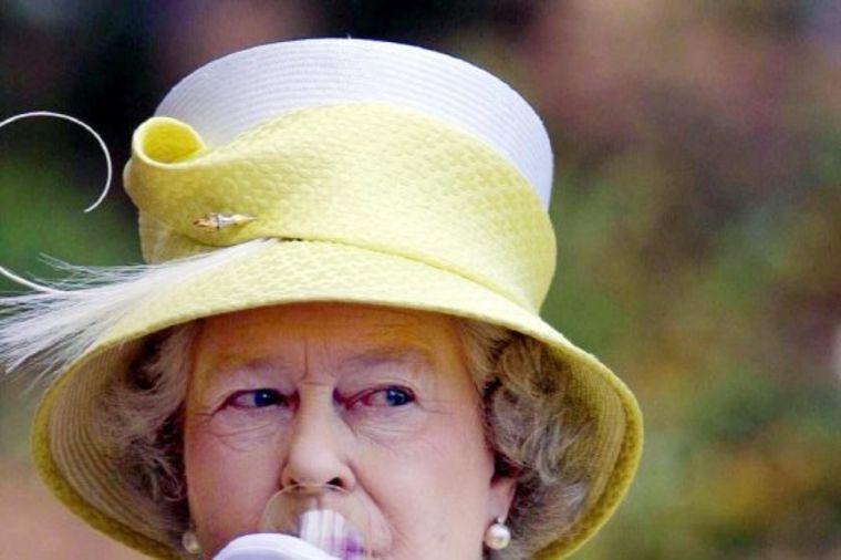 Kraljica Elizabeta voli dobru kapljicu: Šokiraće vas koliko alkohola popije svakog dana!
