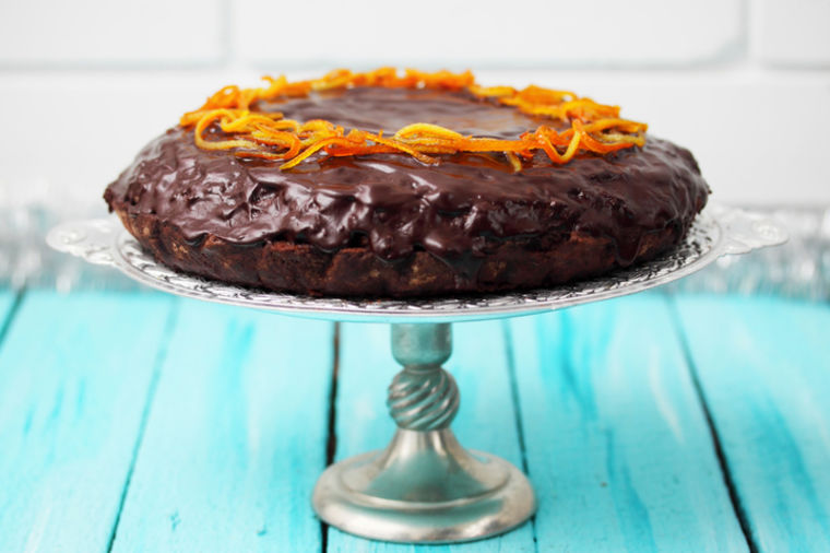 Čudo torta za čudesne trenutke: Neodoljivi spoj pomorandže i čokolade! (RECEPT)
