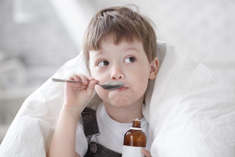 Svaka majka treba da zna: Prva pomoć kod dečjeg kašlja!
