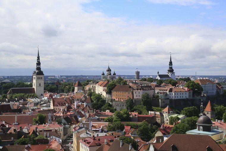 Svi nose srednjovekovnu odeću i pevaju na sav glas: Ovo je najbajkovitiji grad Evrope! (FOTO)