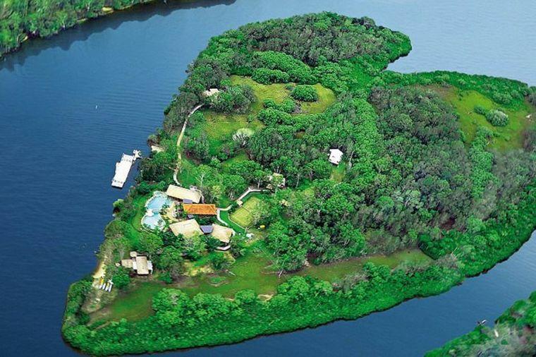 Poznati plaćaju čitavo bogatstvo da prespavaju ovde: Ostrvo u obliku srca oduzima dah!