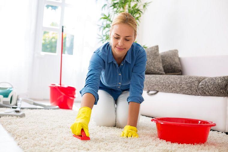Očistite ceo tepih u jednom potezu: Zablistaće kao nov, bez pranja i ribanja!