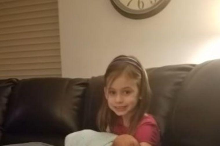 Devojčica (7) otvorila vrata držeći nepoznatu bebu: Porodica doživela šok života! (VIDEO)