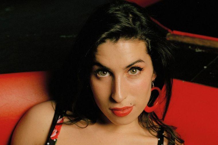 Kad je nju izgubila, sve je pošlo naopako: Tragedija koju pevačica (27) nije mogla da preživi (FOTO)