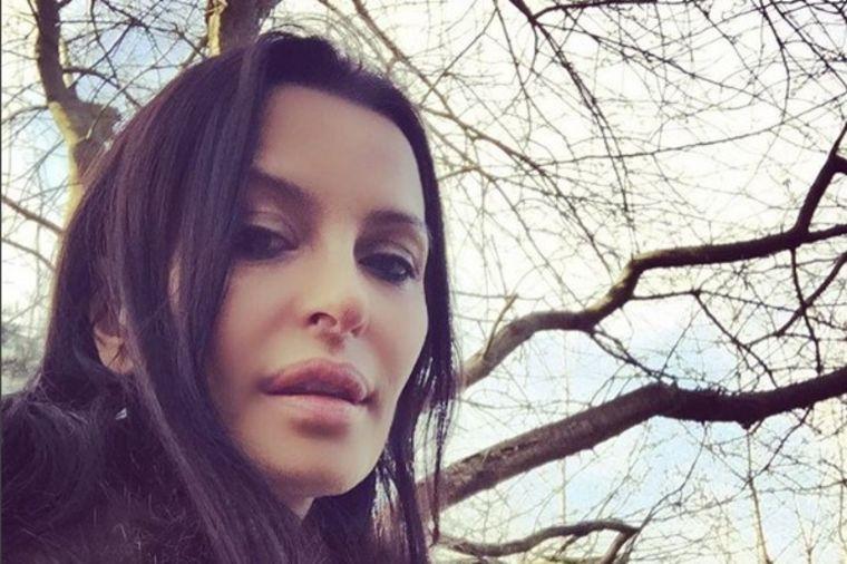 U ovakvom raju se budi Elena Karić: Ogromno imanje na Kosmaju! (VIDEO)