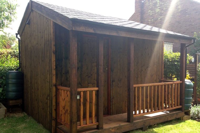 Pokazao komšijama novu kuću u dvorištu: Ostali bez teksta kada su ušli unutra! (FOTO)