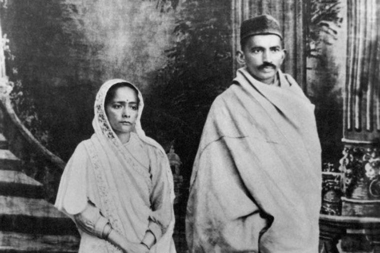 Gandi je bio opsednut seksom: Oženio se sa 13 godina, a branio ženama da spavaju sa muževima!