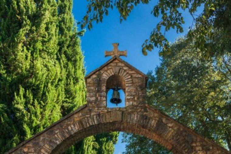 Manastir Krka: Čarobno mesto u srcu Dalmacije! (FOTO)